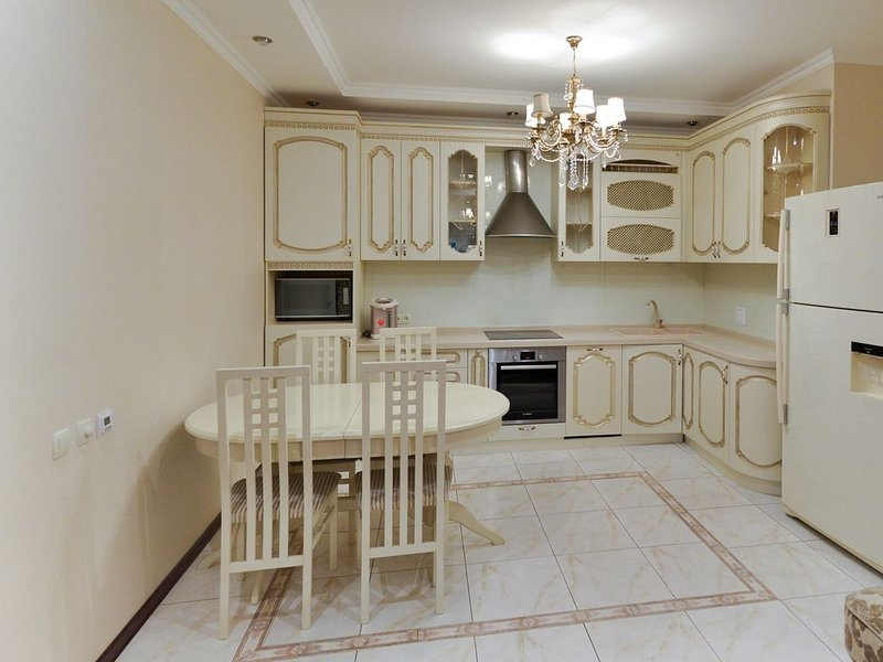 Apartment on Dostyk with 3 bedroom, alquiler vacacional en Akmola Province