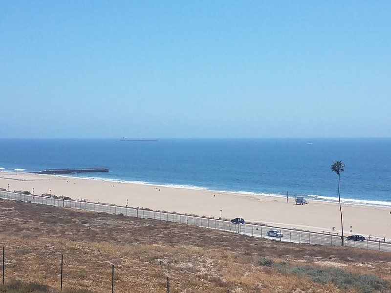 Newly Renovated Family Beach House with Panoramic Views, location de vacances à Marina del Rey