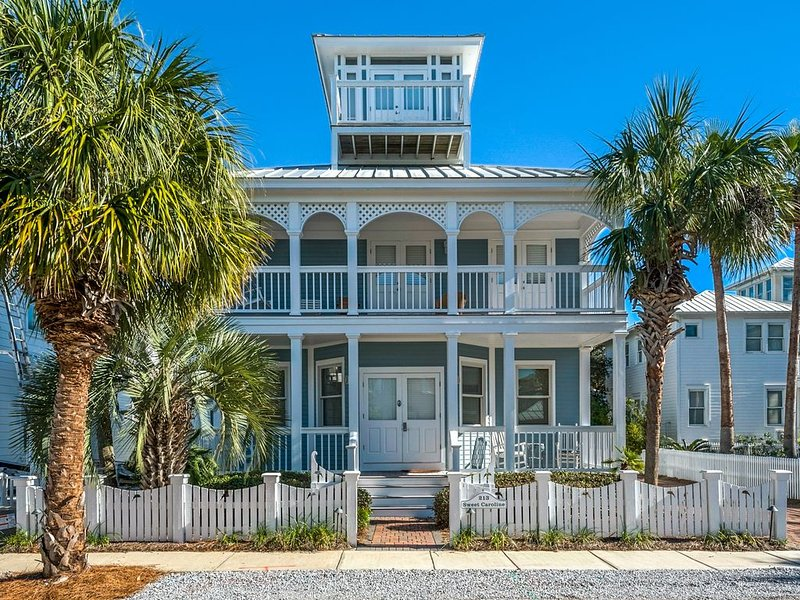 4 Bedroom / 3 Bath Beach House - Just Steps from Carillon Beach, holiday rental in Carillon Beach