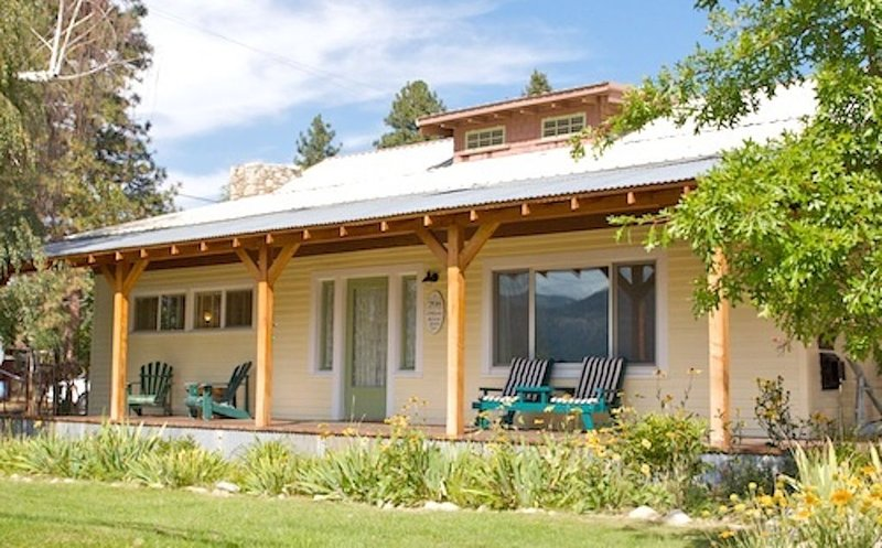 Casa Bogart-3 Bedroom, Sits 1 Block Above heart of Winthrop!, holiday rental in Mazama