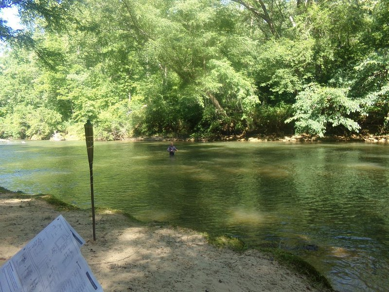 River with private beach, wineries, hot tub, and a great place for celebrations., holiday rental in Dahlonega