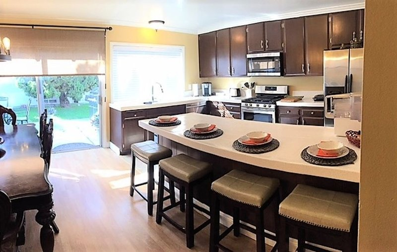 Beautiful Modern Abode next to Newport Beach, vacation rental in Costa Mesa