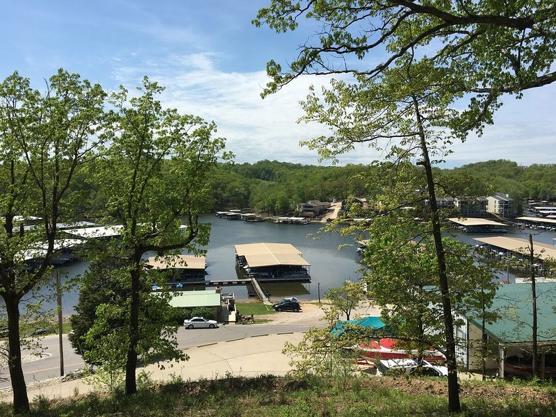 GREAT VIEW AND CLOSE TO EVERYTHING!, holiday rental in Lake Ozark