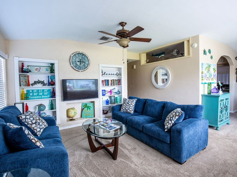 Private, newly remodeled/furnished pool home in walking distance to the beach!, holiday rental in Pompano Beach