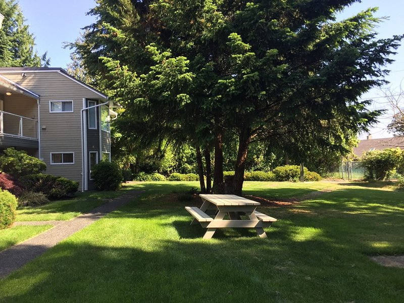 2 Bedroom Unit Closest to Beach Entrance Ramp LONG TERM RENTAL AVAILABLE OCT-MAR, holiday rental in Parksville