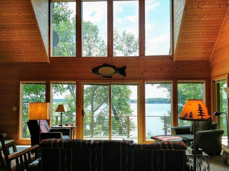 Wonderful Chalet on Big Lake Chetac, vacation rental in Birchwood