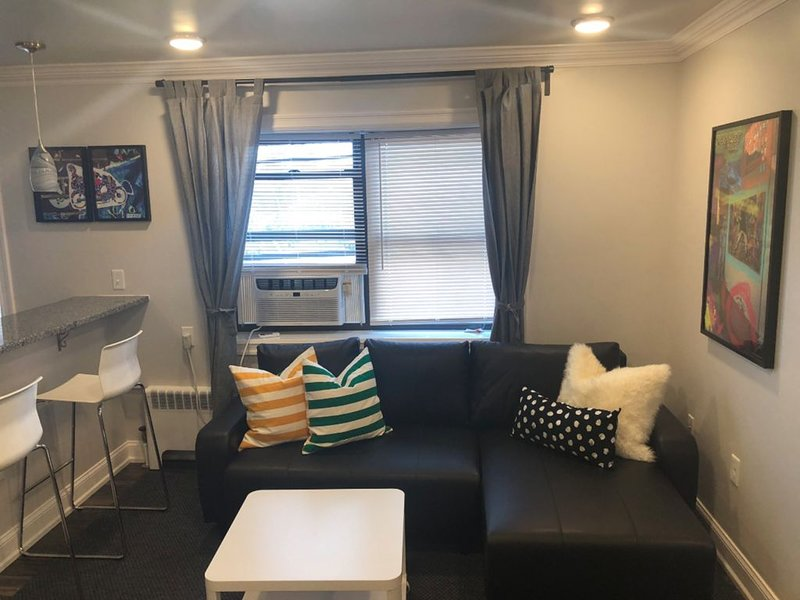 1817 4F · Deluxe 2bed Apt-20min to Time SquareParking Avail, holiday rental in Fort Hancock
