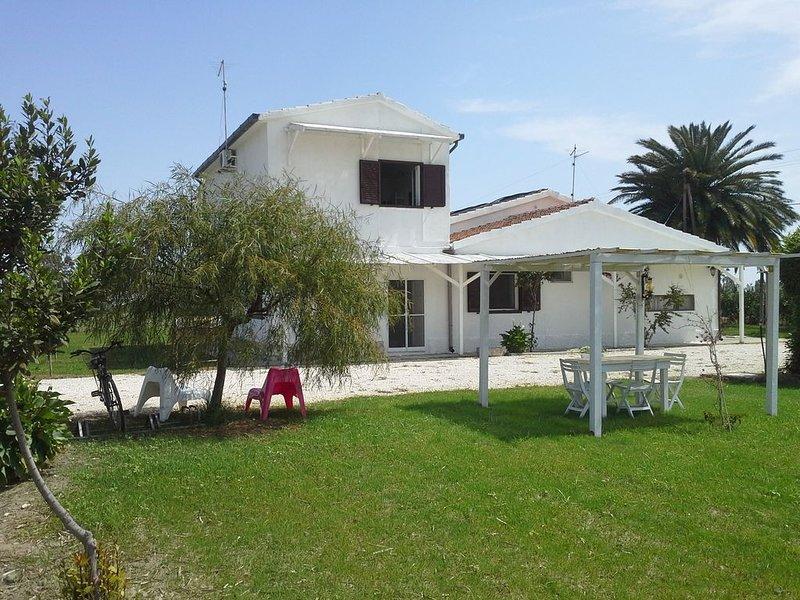 Casa in campagna a 2,5 km dal mare, accogliente e rilassante. Wi Fi disponibile, location de vacances à Metaponto