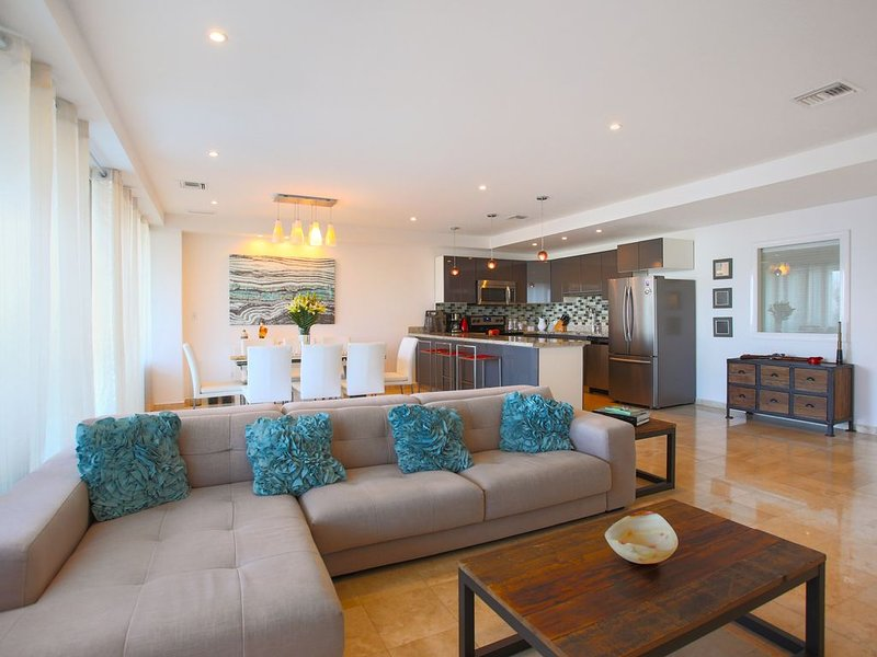 5★luxury ocean view condo with the best amenities, close to town and beaches, holiday rental in San Miguel de Cozumel