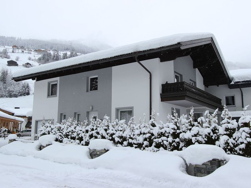 Cozy Holiday Home in Königsleiten near Ski Bus Stop, holiday rental in Zell am See