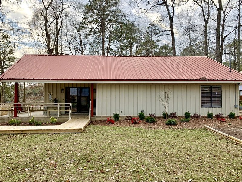 Beautiful, Newly Renovated LakeFront Home-Pet Friendly, vacation rental in Eufaula