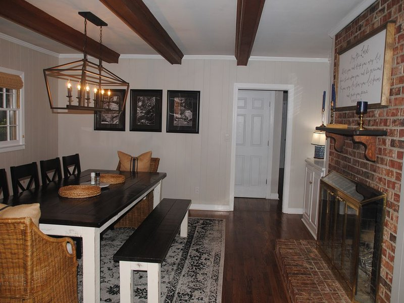 Newly Renovated, Centrally Located, Spacious Home, holiday rental in Greer