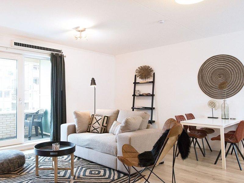 Modern apartment in the centre of Scheveningen within 200 m from the beach, vacation rental in Scheveningen
