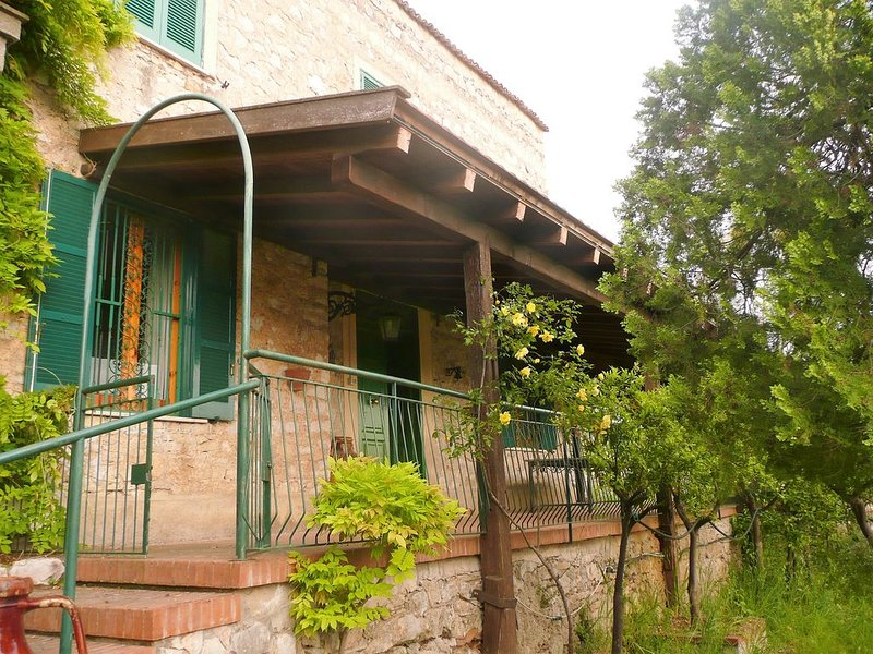 Disabled accessible large stone house in orange grove, holiday rental in Vallecorsa