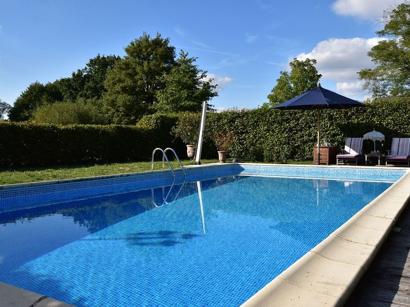 Particularly beautiful and stylish house with large garden and swimming pool, holiday rental in Saint-Pierre-les-Bois