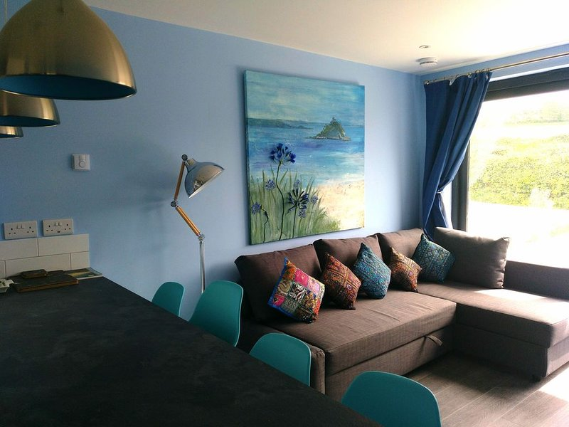Newly Built Ground Floor Apartment in Marazion, Ferienwohnung in Marazion
