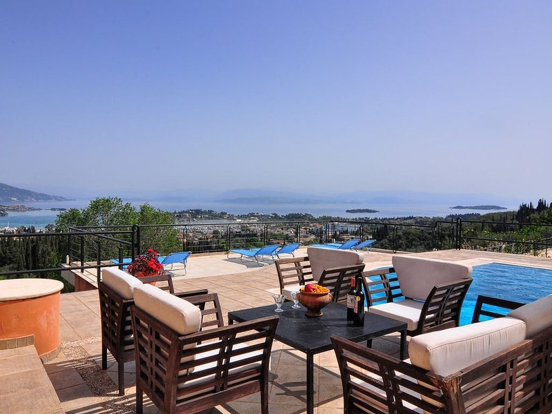 Casa T with amazing views, vacation rental in Gouvia