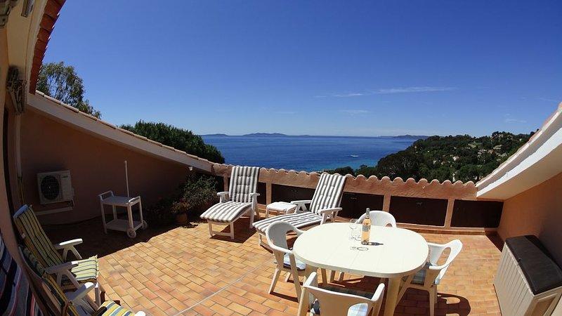 Zonnig volledig uitgerust appartement met fantastisch zee-uitzicht., casa vacanza a Rayol-Canadel-sur-Mer