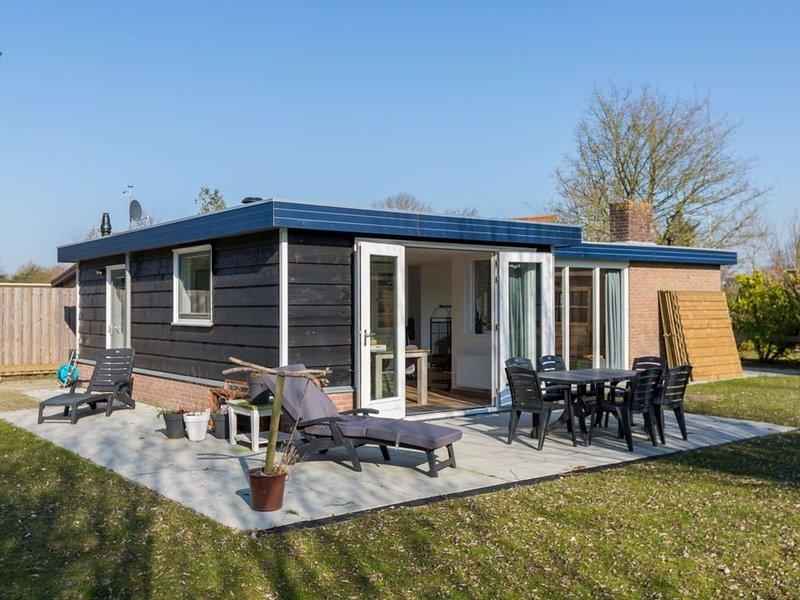 Gorgeous Holiday Home in Wolphaartsdijk with Garden, alquiler vacacional en Geersdijk