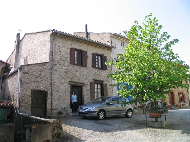 MAISON DE VACANCES AU PIED DE LA MONTAGNE NOIRE AU, holiday rental in Soual