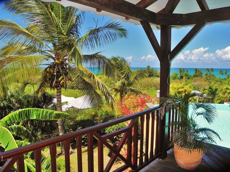 Villa avec piscine vue panoramique 300 m plage, holiday rental in Bas Vent