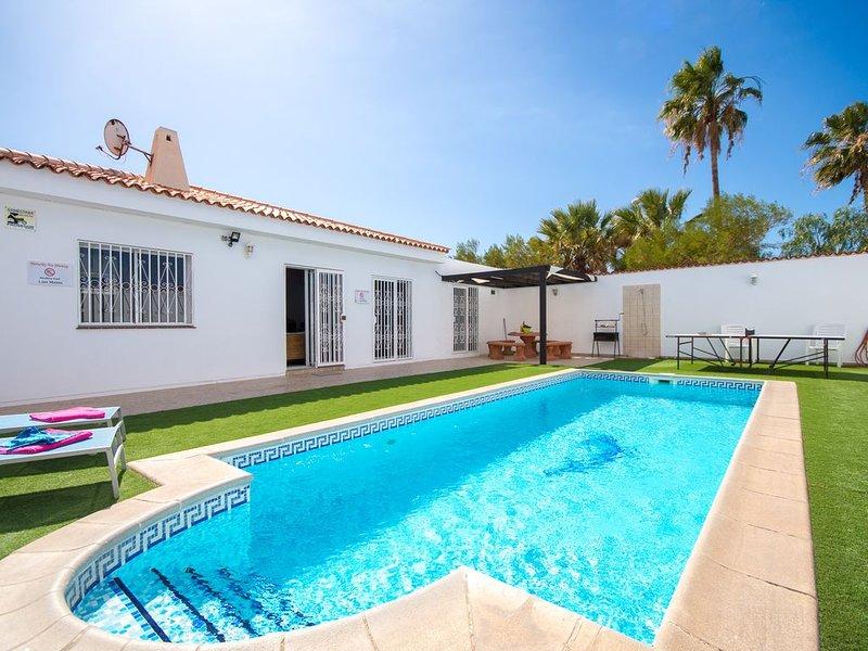 Tranquil 4 Bed 4 Bath Villa. Heated pool. Sleeps 9. Callao Salvaje, vacation rental in Callao Salvaje