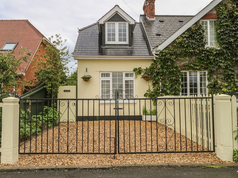 Beau Annexe, RINGWOOD, holiday rental in South Gorley