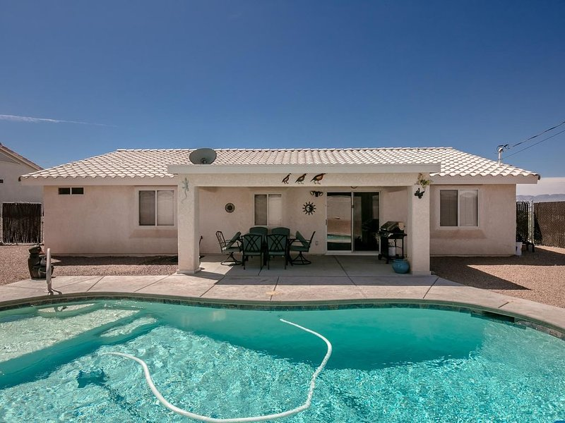 Nicely Furnished Pool Home with Outside Boat Parking – semesterbostad i Parker Dam