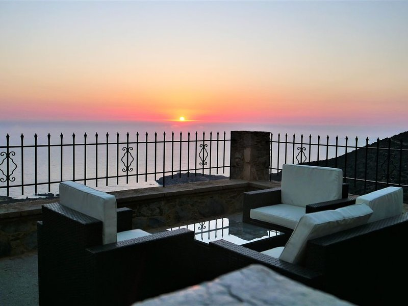 Newly renovated Traditional Stone House with endless Sea View until Elafonisi – semesterbostad i Amigdhalokefali