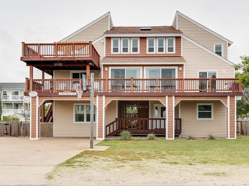 Comfortable Fun Beach Retreat for the Family. 8 bedroom. Sleeps 28!, alquiler de vacaciones en Virginia Beach