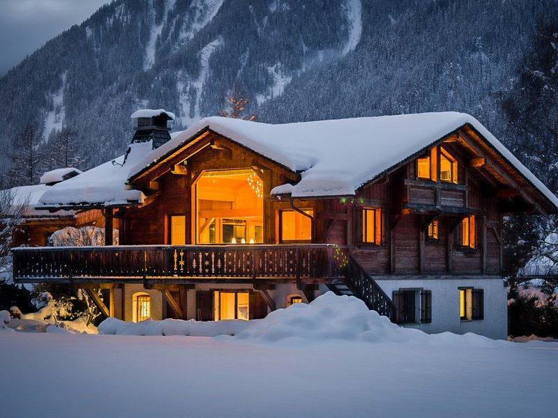 Luxury Chalet with Stunning Views of Mont Blanc!, holiday rental in Les Praz-de-Chamonix
