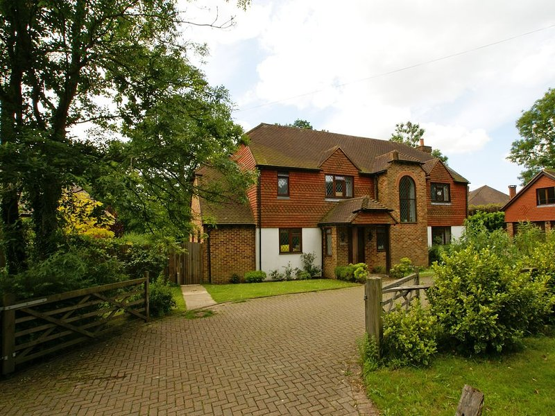Private accommodation in this quintessintially small and beautiful rural village, holiday rental in Haslemere