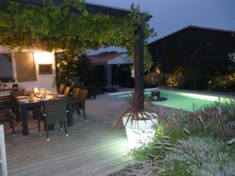Le Bois Plage En Re: Maison   piscine chauffée, holiday rental in Ile de Re