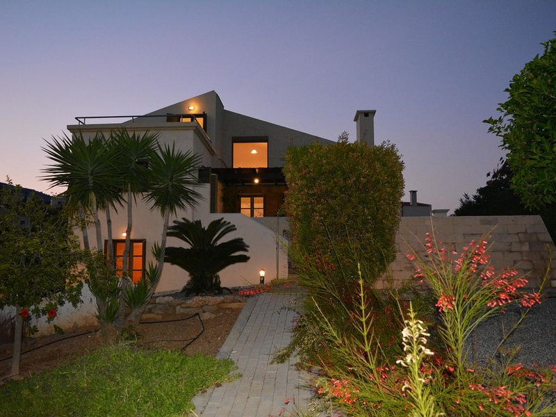 Spacious Villa with great master bedroom and uninterrupted sea views - sleeps 6, holiday rental in Charaki