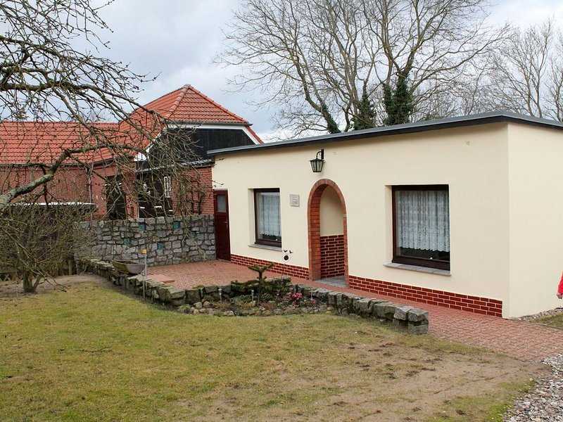 Cosy Bungalow in Alt Bukow OT Bantow with Terrace, holiday rental in Nantrow