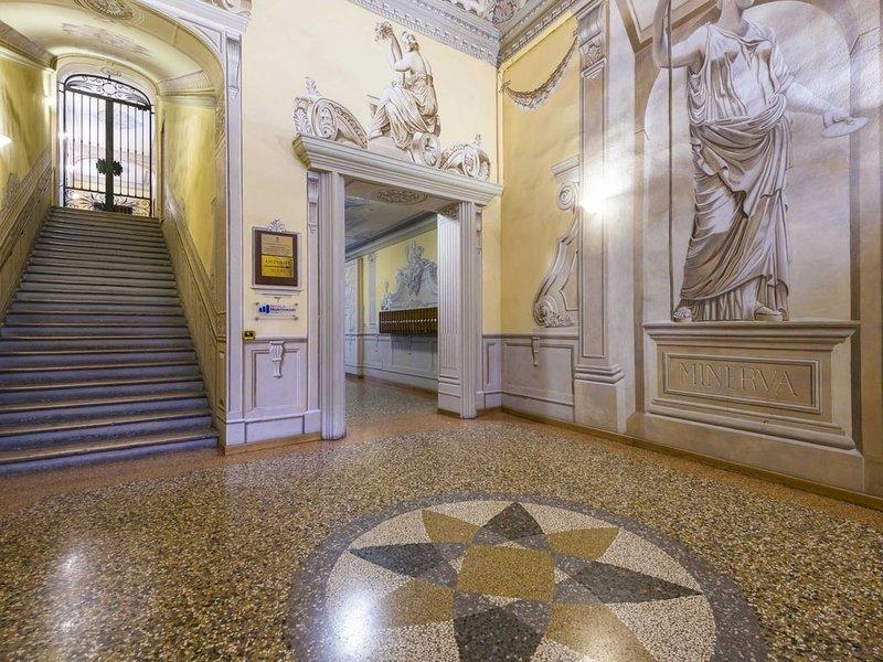 Meraviglioso, silenzioso e luminoso appartamento. In pieno centro storico., vacation rental in Monte San Pietro