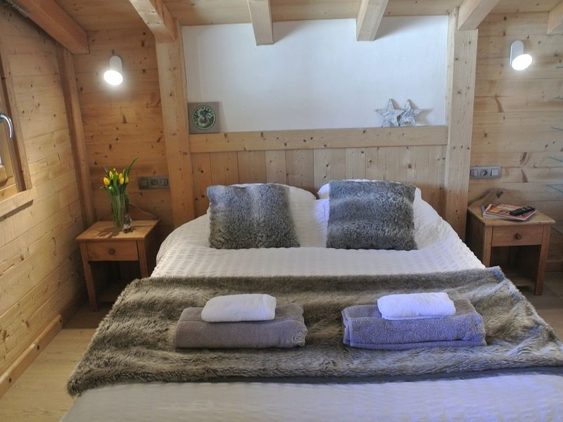 Lovely Self Catered Apartment in Les Gets - short walk to ski lifts, vacation rental in Les Gets