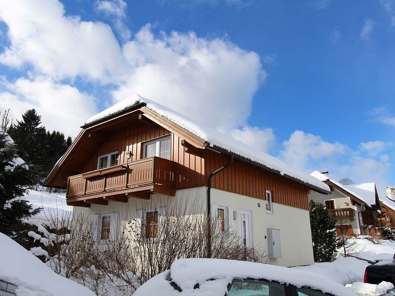 Fancy Chalet in Sankt with Sauna, Jacuzzi & Ski-Storage, location de vacances à Innerkrems