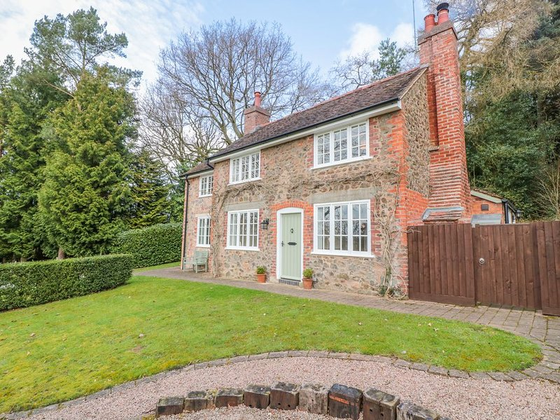 Wisteria Cottage, COLWALL, HEREFORDSHIRE, holiday rental in Bromsberrow