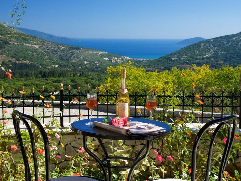** Katerina's Cottage With Stunning Views, Near Agia Effimia & Myrtos Beach **, vacation rental in Divarata