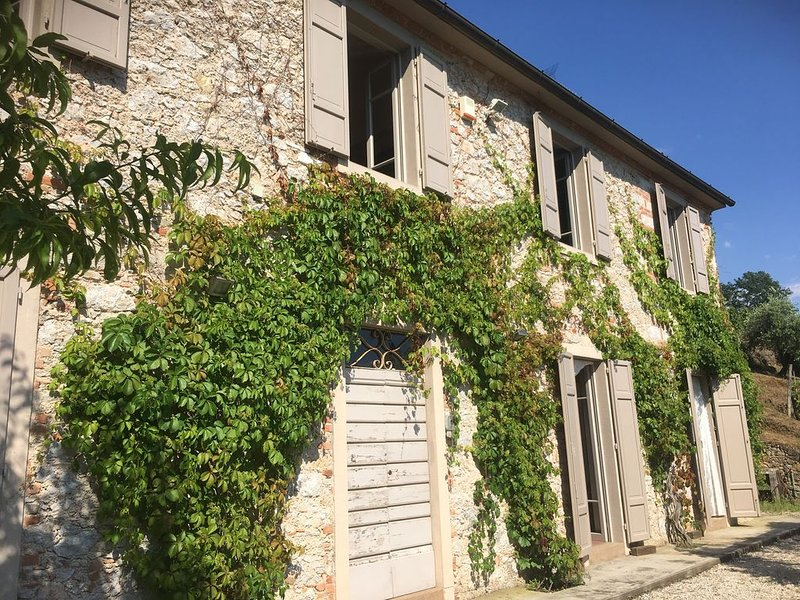 AFFASCINANTE CASALE IN CAMPAGNA VISTA MARE, Ferienwohnung in Strettoia