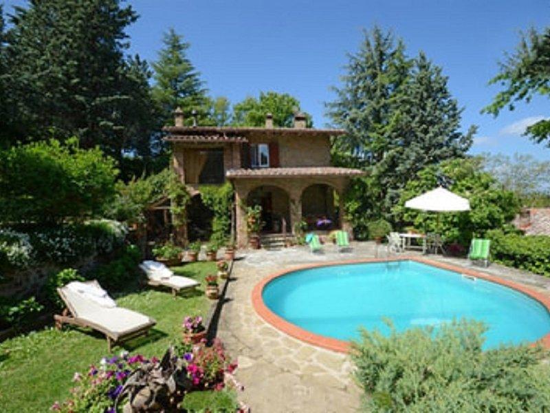 Villa Bellavista per una vacanza ideale  immersainel verde dell'Umbria, holiday rental in Montegiove