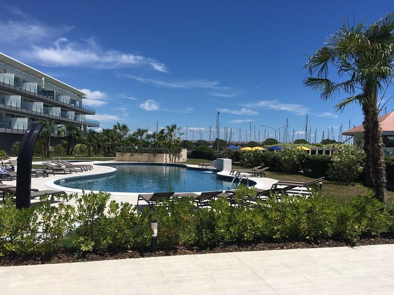 Neues wunderschönes maritimes Apartment, holiday rental in Aprilia Marittima