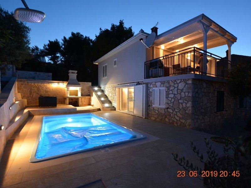 Villa de luxe avec piscine privée vue s/ mer, Split et  montagnes, location de vacances à Rogac