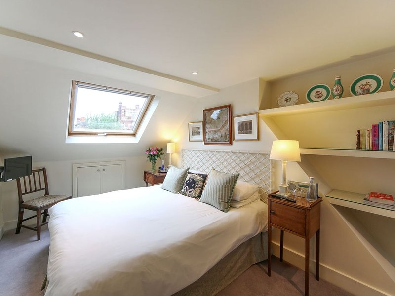 Comfortable double bedroom with ensuite bathroom, sitting room & roof terrace, Ferienwohnung in Hounslow