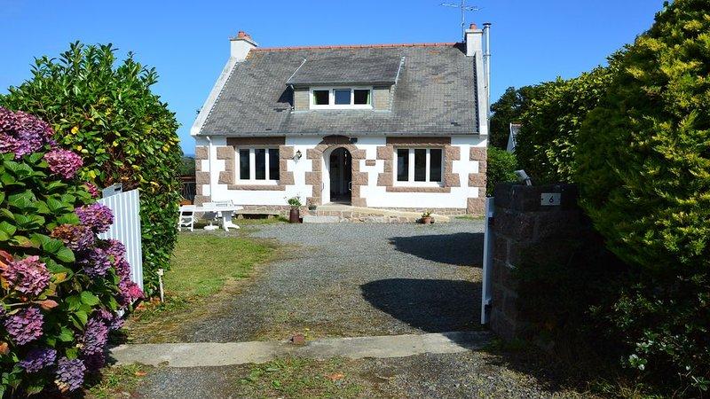 Tregastel proche Ploumanach Côte de Granit Rose: Maison 6/8 couchages, casa vacanza a Tregastel