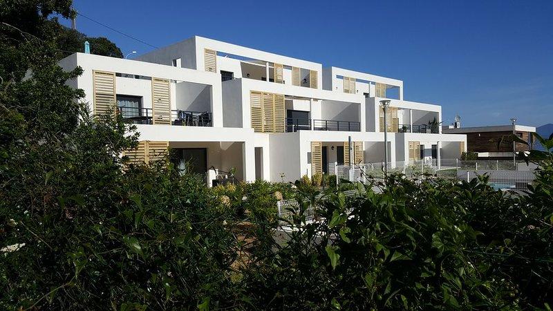 Bord de mer,T4 neuf, 3 chambres, terrasse, piscine, holiday rental in Coti-Chiavari