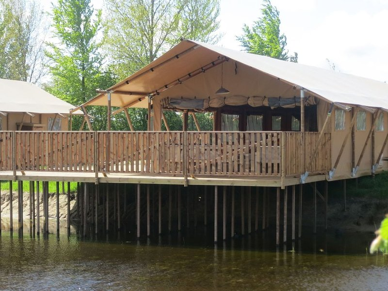 Combined tents with kitchen and bathroom located near a pond, holiday rental in Langelille