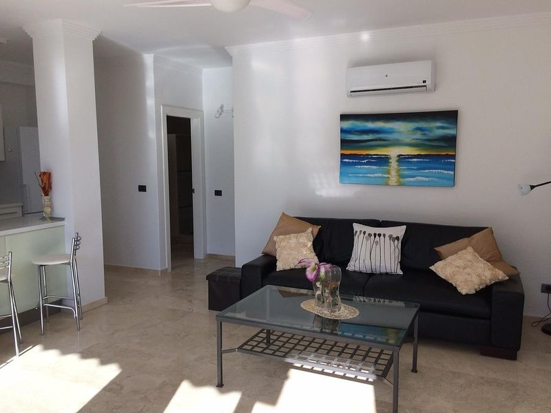 Beautiful, light and airy apartment in Mogán. A short walk to beach and shops., vacation rental in Taurito