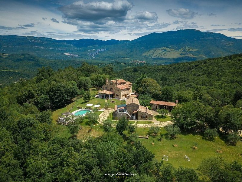 Luxurious countryside villas in Central Istria, holiday rental in Hum